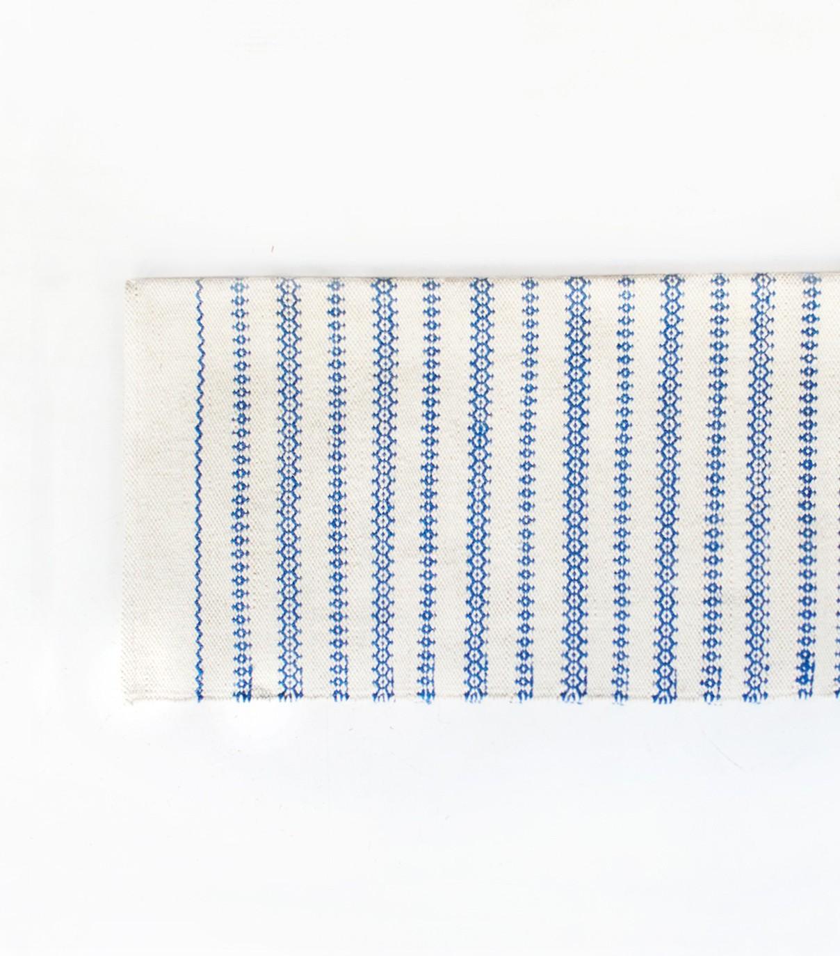 Tapis bleu et blanc