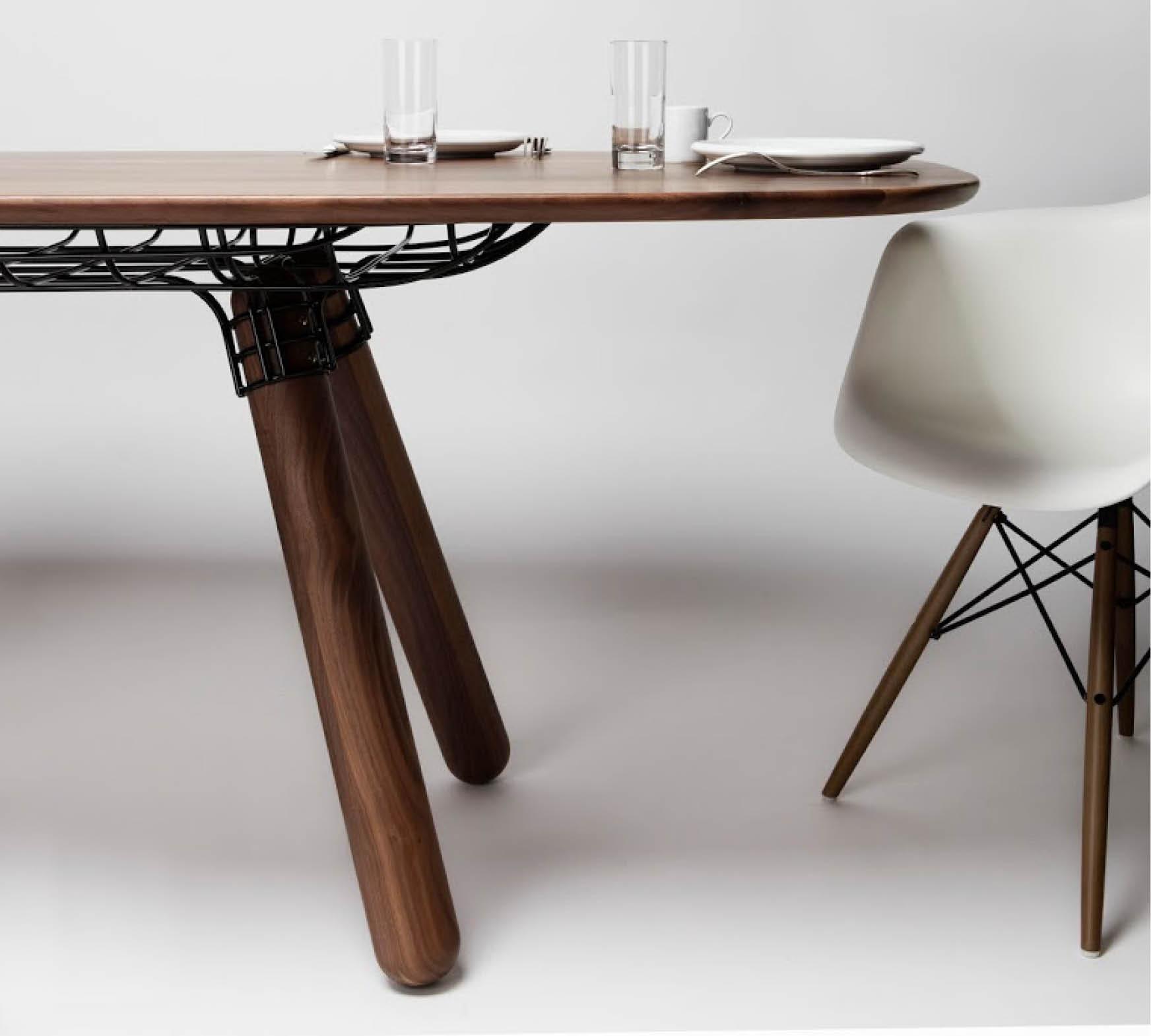 Table MAGNUM