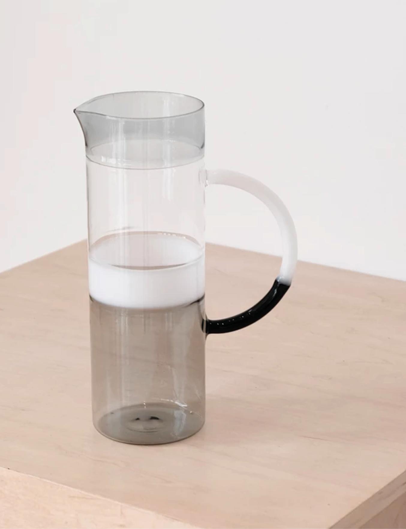 Pichet cylindrique en verre
