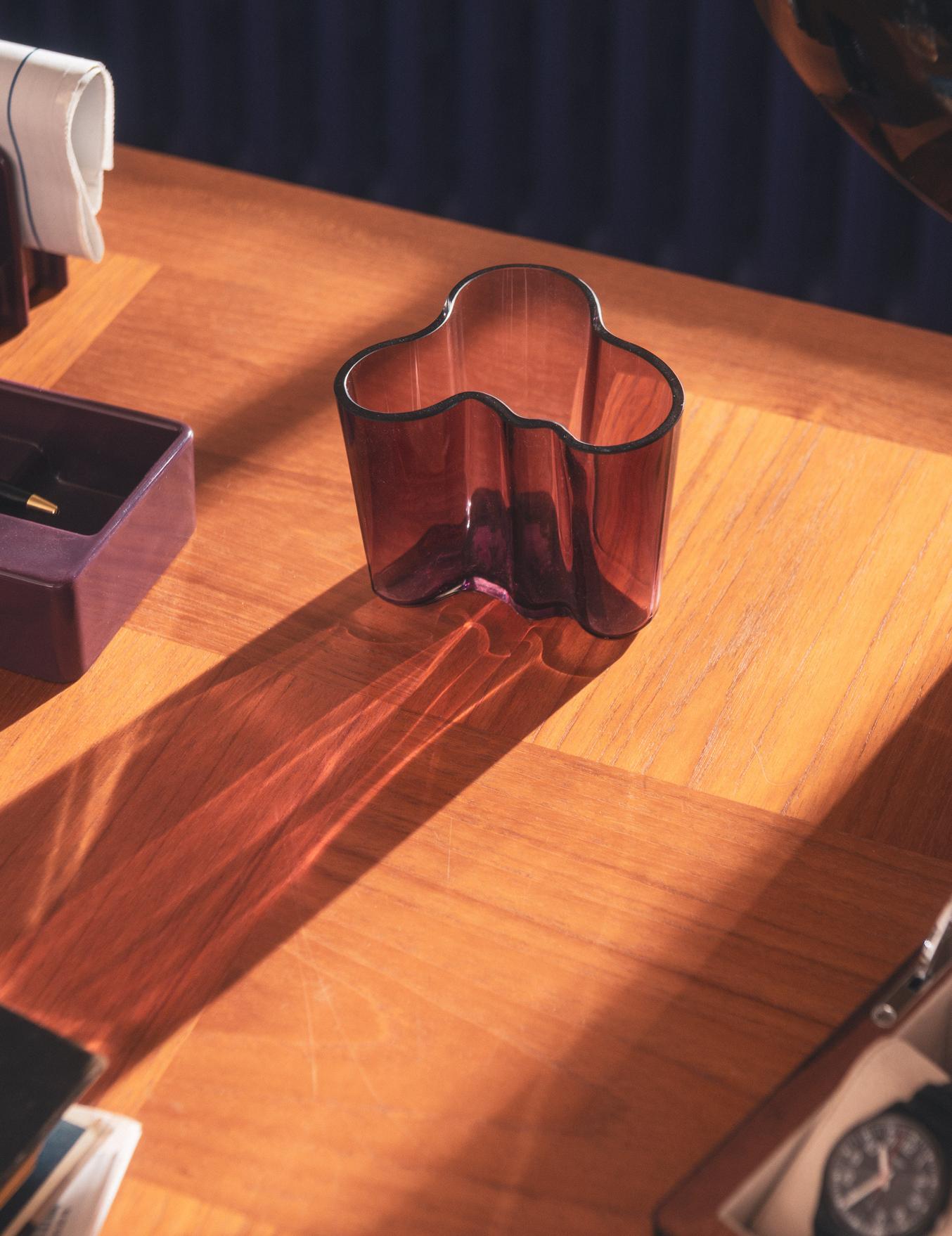 Vase en verre violet Alvar Aalto