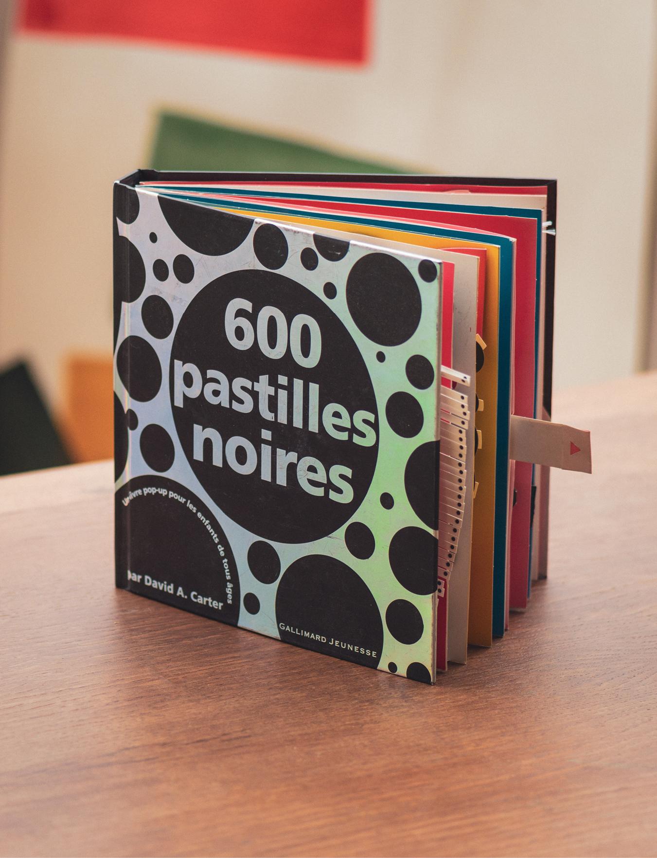 Livre 600 pastilles noires Gallimard