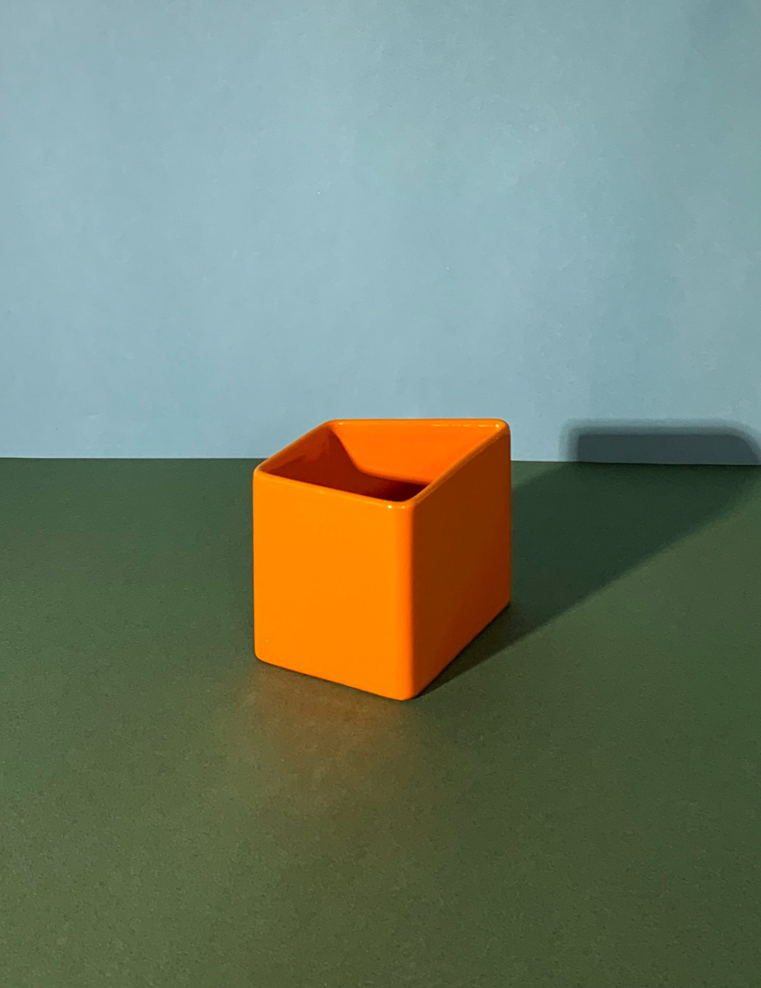 Vase orange par Aldo Cotti