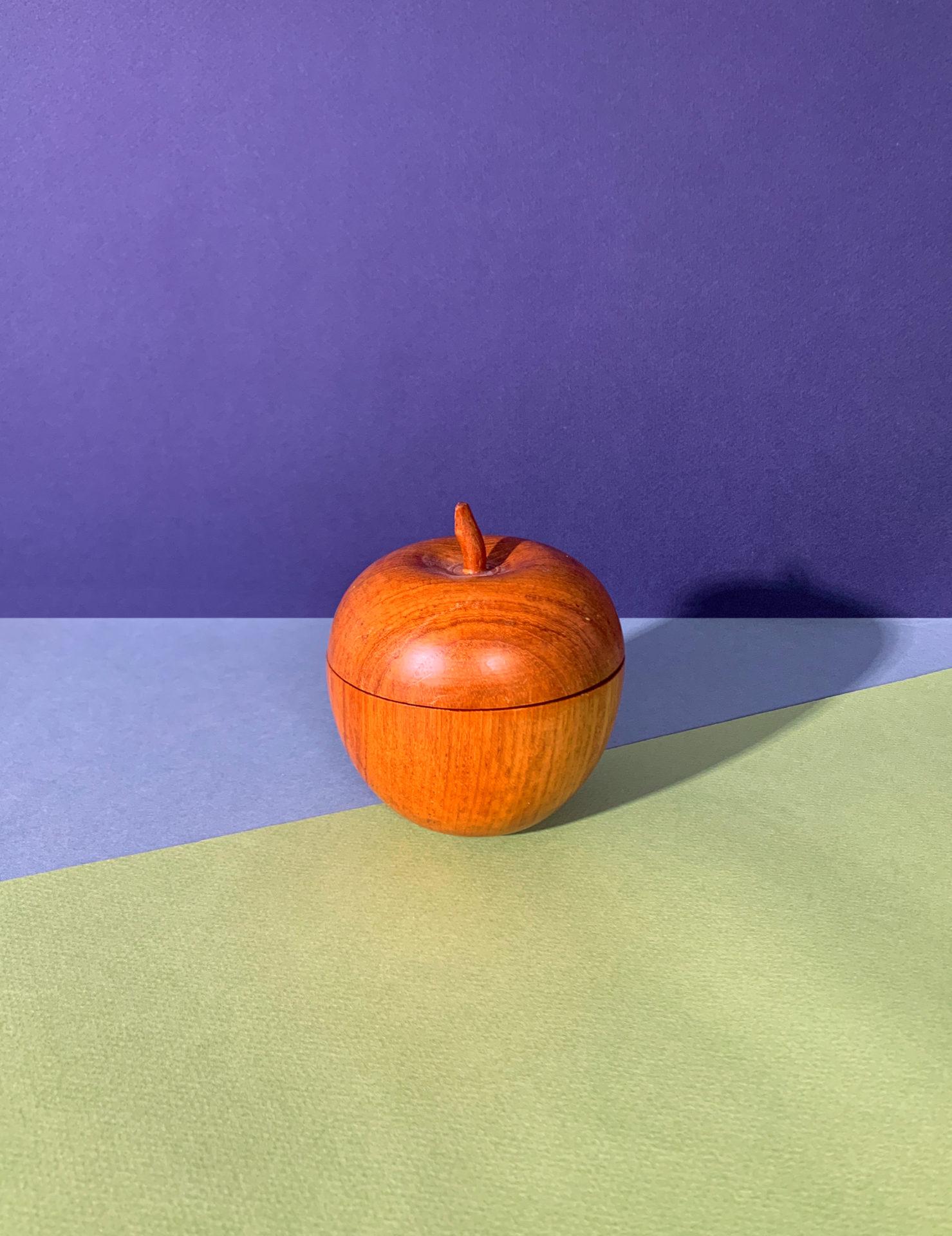 Petite boite en forme de pomme