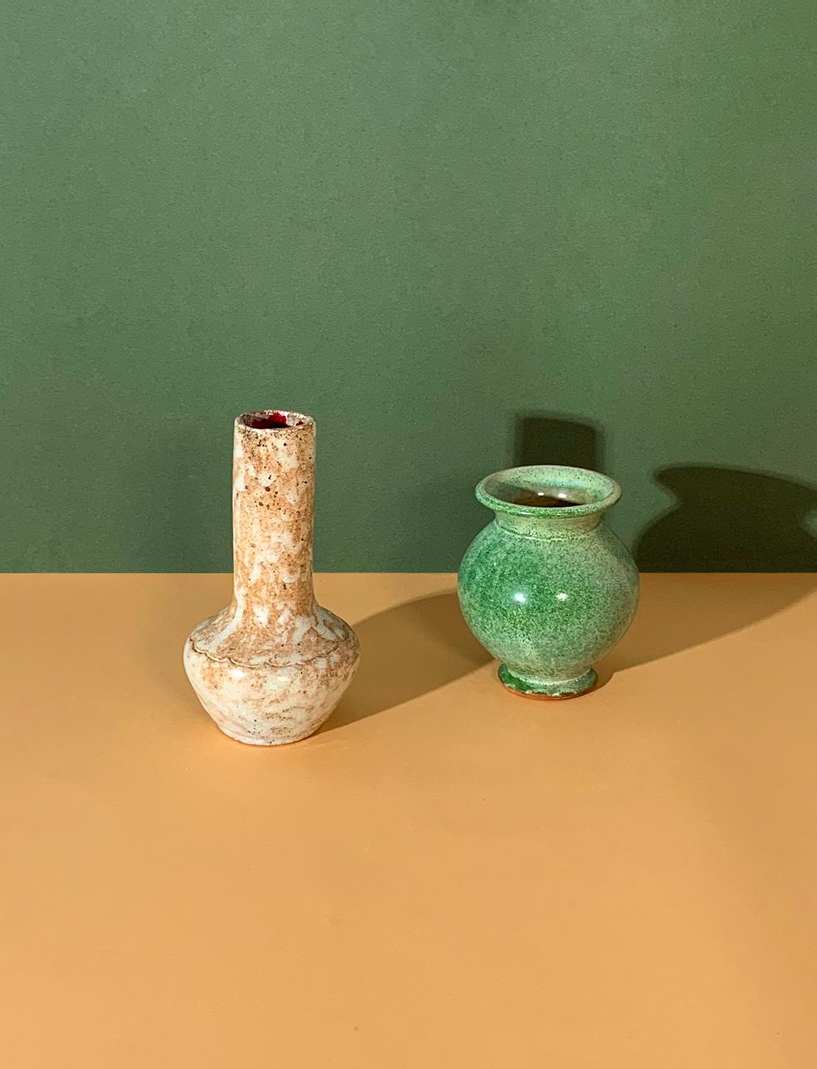 Vases en céramique vert et crème moucheté