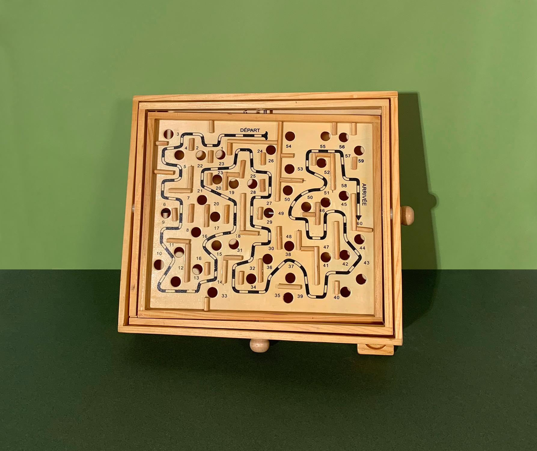 Jeu de labyrinthe à boules ancien