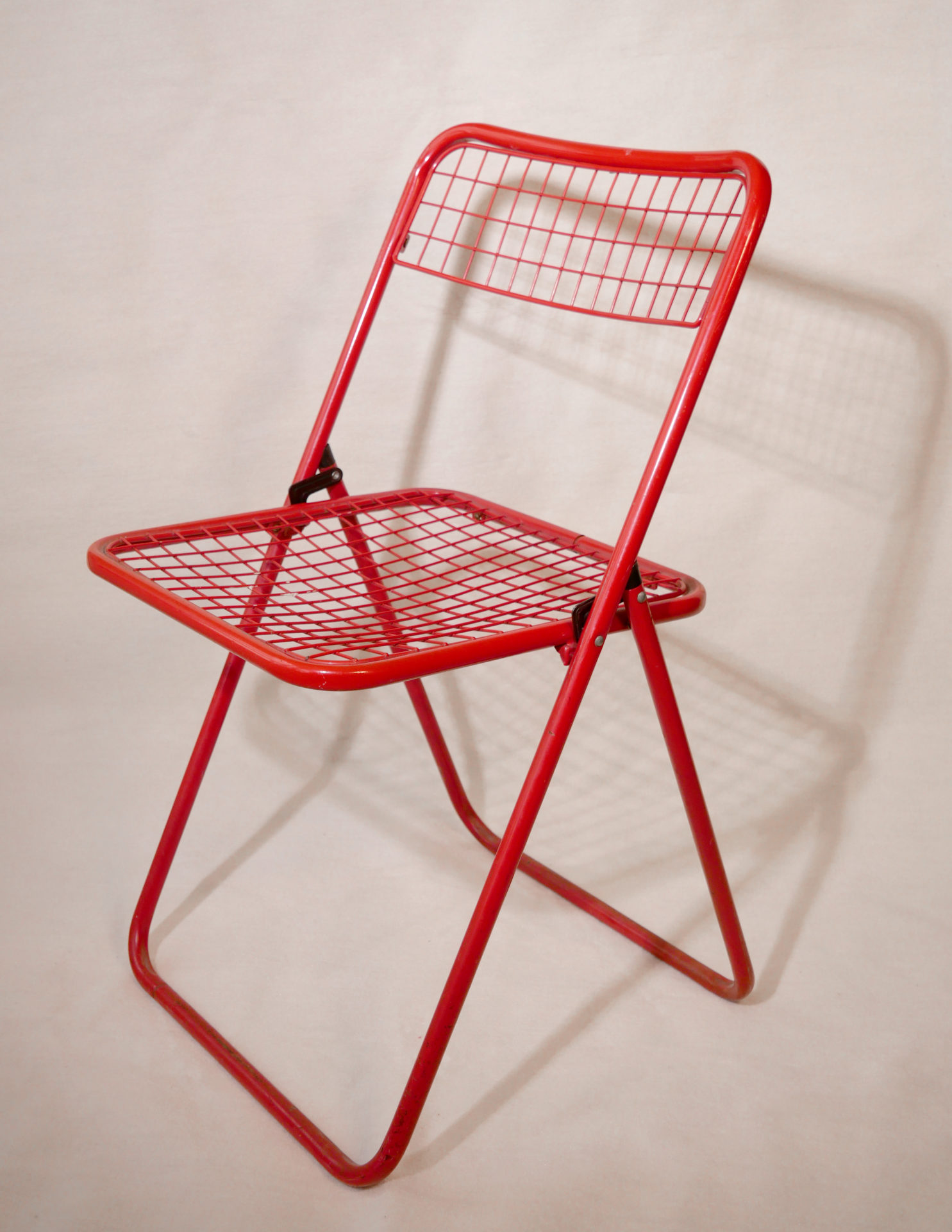 Chaise métallique rouge